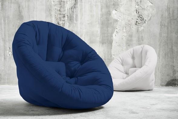 Der Futon Schlafsessel Nest Wird Zur Halbmondformigen Matratze
