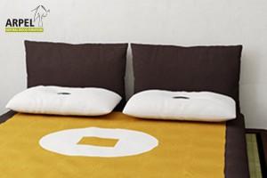 Letto basso giapponese aiko con tatami e futon - Testate letto con cuscini ...