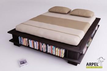 Betten mit Bücherregal